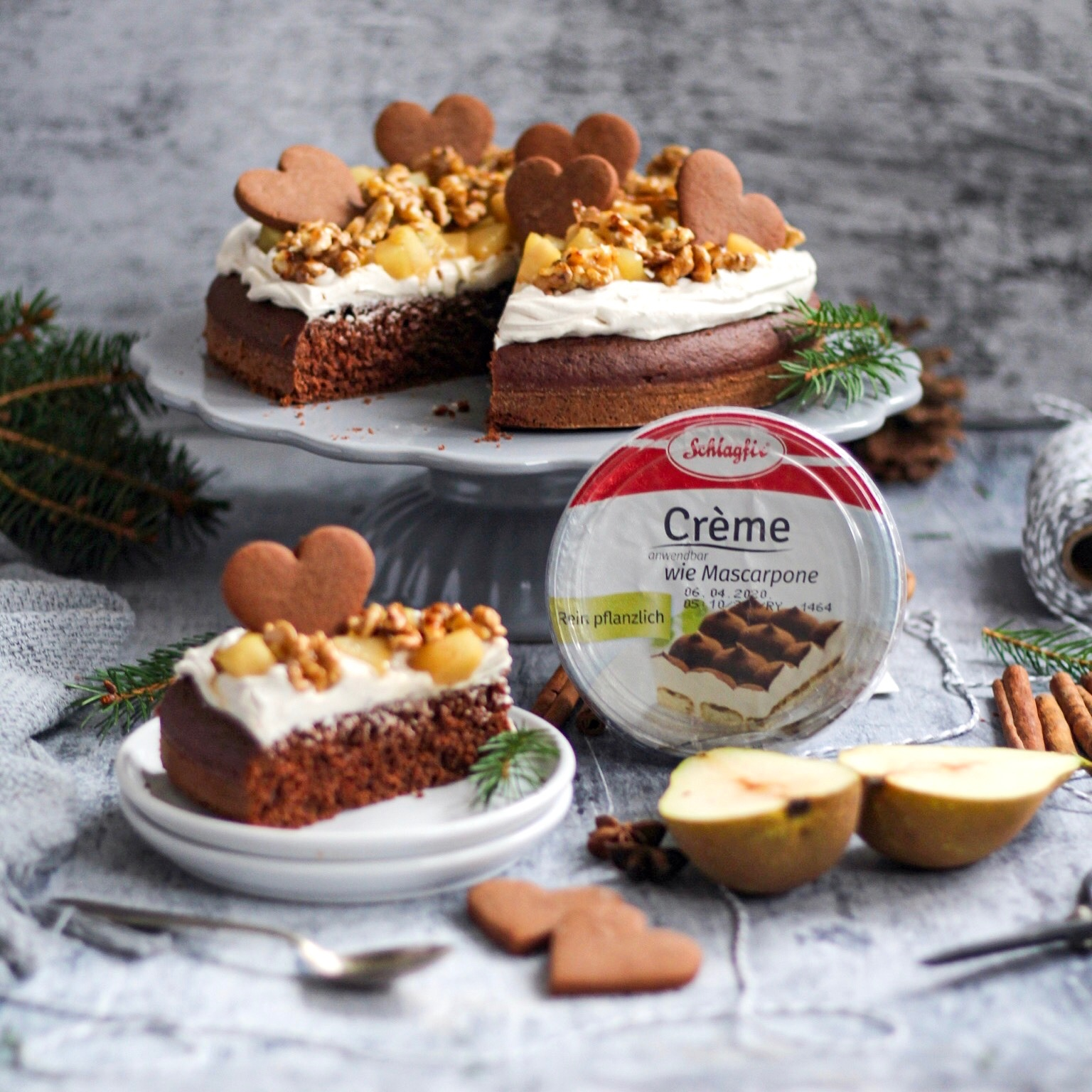 Autumn cake with caramelized pears and walnuts – recipe from Maruška Veg
